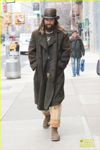 jason-momoa-shows-off-his-unique-style-while-out-to-lunch-with-lisa-bonet2-07