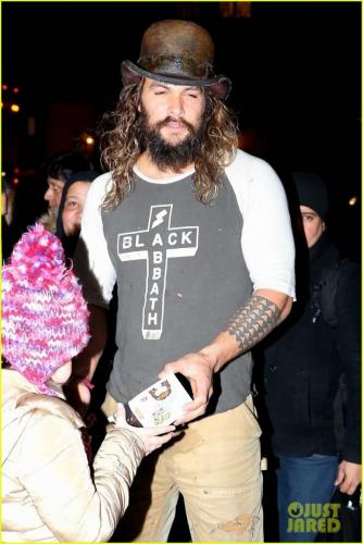 jason-momoa-shows-off-his-unique-style-while-out-to-lunch-with-lisa-bonet2-10
